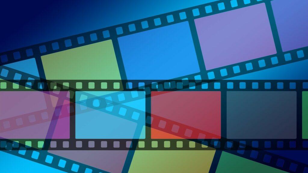 Kuvassa on erivärisiä filminauhan pätkiä.