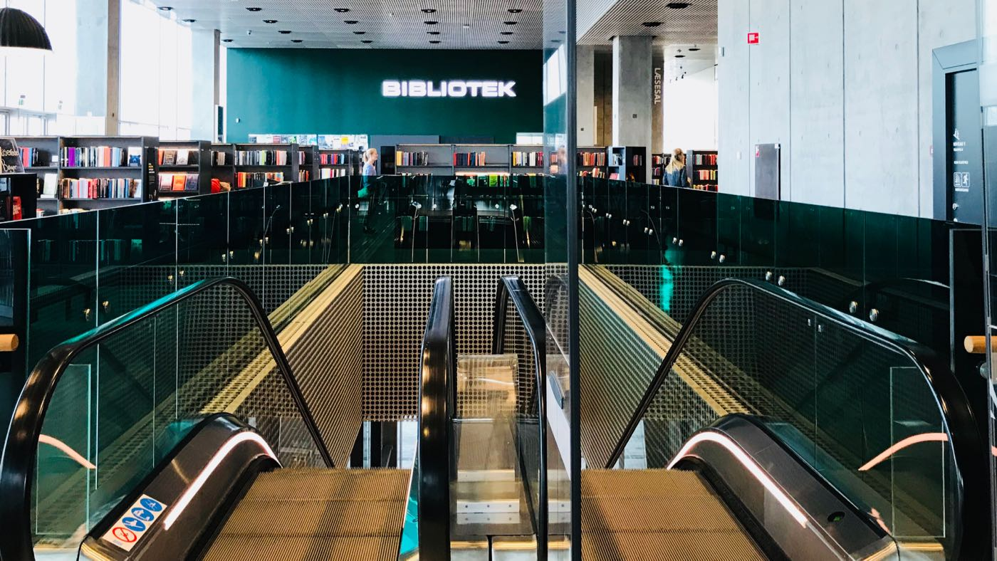 Kuvassa on tanskalainen kirjasto Aarhusissa.
